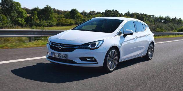 Une Opel Astra aurait roulé à 696 km/h dans une zone de 50 km/h, selon la police