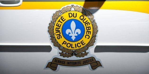 Un homme fonce sur une autopatrouille de la Sûreté du Québec avec sa
