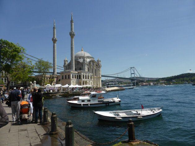 La Grande mosquée Mecidiye du quartier