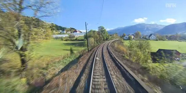 Un exemple de Slow TV: en Norvège, un train traversant divers