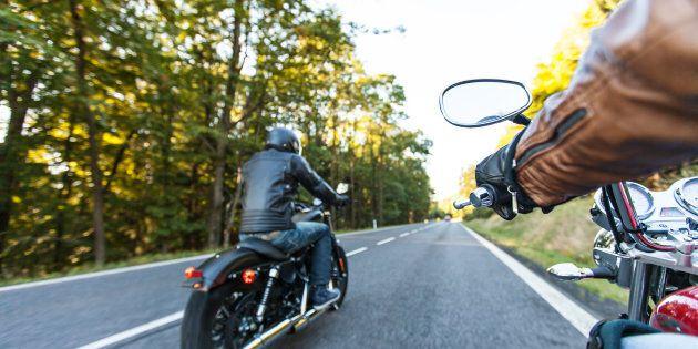 Des motocyclistes en colère contre les assurances se rassemblent