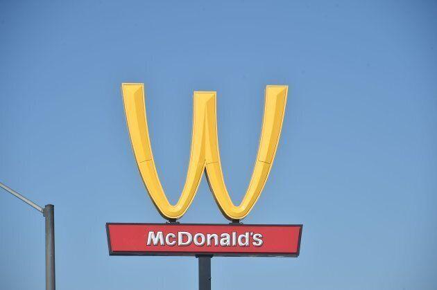 Le 8 mars, à l'occasion de la Journée internationale des femmes, les logos de plusieurs restaurants McDonald's...