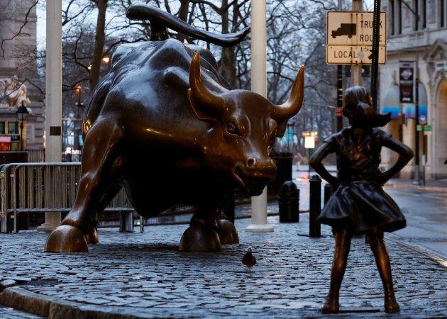 En mars 2017, la statue d'une petite fille est apparue devant le célèbre taureau de Wall Street. L'initiative visait à encourager plus d'entreprises du monde de la finance à engager des femmes dans des rôles décisionnels.