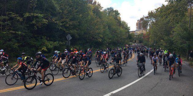 Des cyclistes avaient rendu hommage à Clément Ouimet qui est décédé à la suite d'une collision avec un...