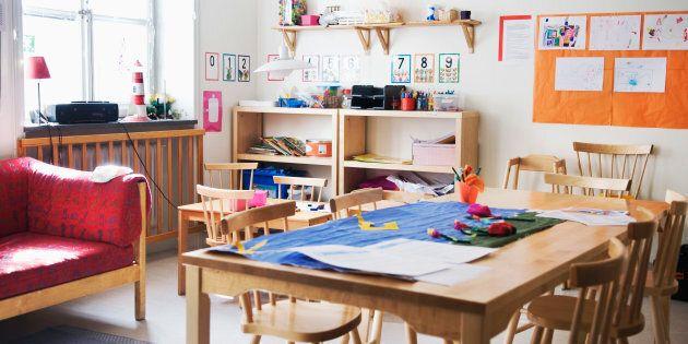Le ministre de l'Éducation, Sébastien Proulx, annonce 111 nouvelles classes de maternelle 4