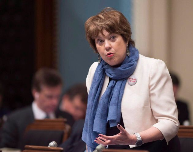 La ministre s'est dit en faveur du «libre choix» pour les femmes, mais invite les directions d'école...