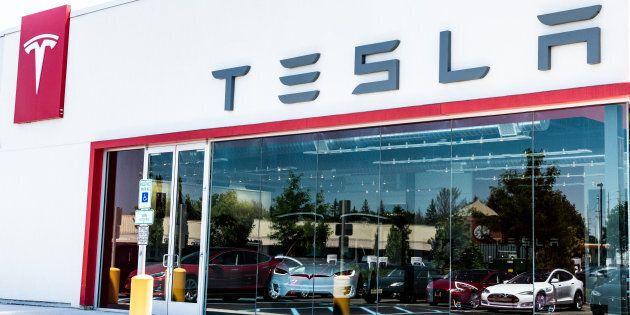 Une Tesla flambe sans raison à