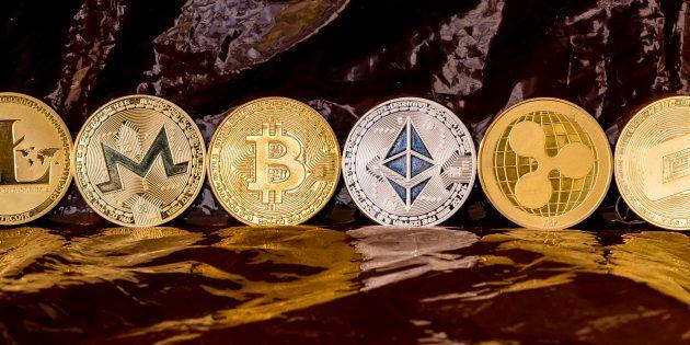 Quelques représentations de cryptomonnaies: Litecoin (LTC), Monero (XMR), Bitcoin (BTC), Ethereum (ETH),...