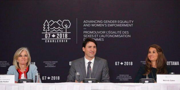 Le premier ministre Justin Trudeau, aux côtés de l'ambassadrice Isabelle Hudon et de la philanthrope...