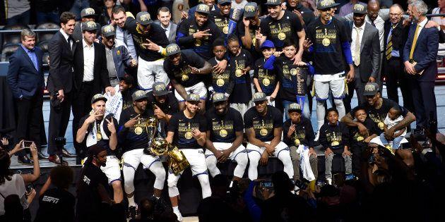 Golden State domine Cleveland et LeBron James pour devenir championne de la