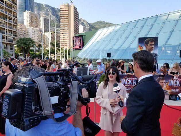 Sophie Cadieux en entrevue avec Ben Mulroney, le célèbre animateur de l'émission canadienne «eTalk».