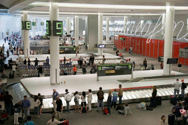 Les femmes représentent moins de 1% des préposés aux bagages à l'aéroport Pearson de Toronto.