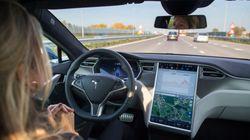 Elon Musk promet des fonctions de conduite autonome dans les Tesla dès
