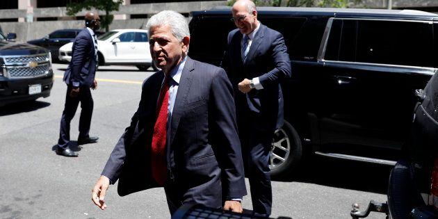 L'avocat principal de AT&T et Time Warner, Daniel Petrocelli, à son arrivée en cour mardi