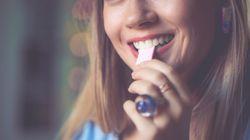 La gomme à mâcher sans sucre prévient la carie