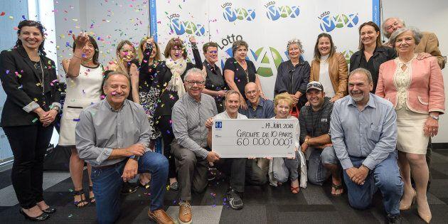 Un groupe de 10 personnes se partage le gros lot de 60 millions $ du Lotto