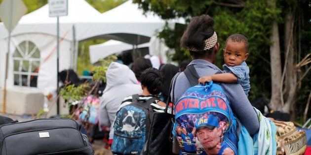 L'été dernier, des centaines de réfugiés haïtiens sont entrés au Canada par le chemin Roxham, fuyant...