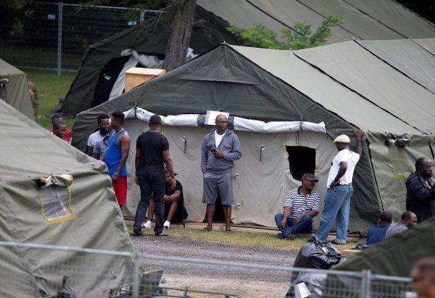 Un camp de réfugiés temporaire a dû être érigé à Lacolle, en août dernier, pour accueillir les demandeurs...