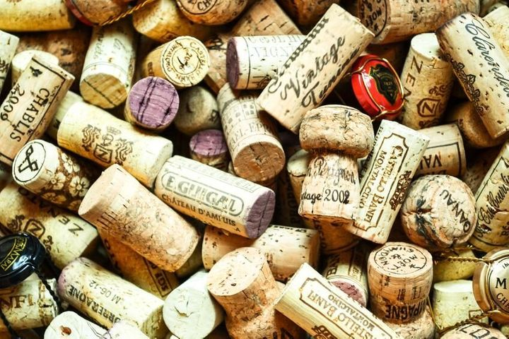 17872050 - box of wine corks