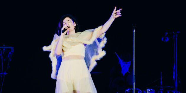 Lorde a paru impressionnée par la quantité de personnes sur les Plaines, vendredi