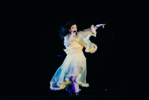 Lorde n'était pas au courant qu'elle était la tête d'affiche de la soirée... surprise!