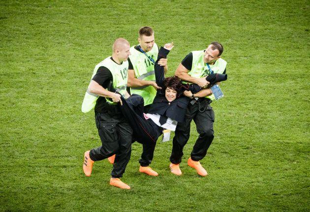 Pussy Riot revendique l'interruption de la finale de la Coupe du