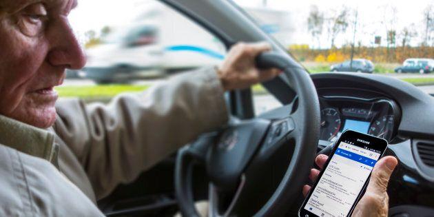 Cellulaire au volant: sévérité accrue, alors que les amendes