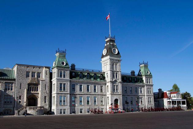 Suicides au Collège militaire royal du Canada: un rapport