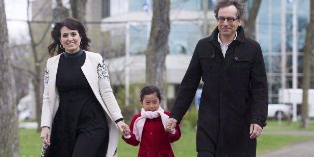 Véronique Hivon avec sa fille Iris Prégent-Hivon et son mari Jacques Prégent, 9 mai