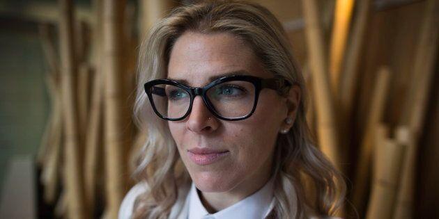 Mandalena Lewis a déposé une demande de recours collectif contre le transporteur aérien WestJet, arguant...