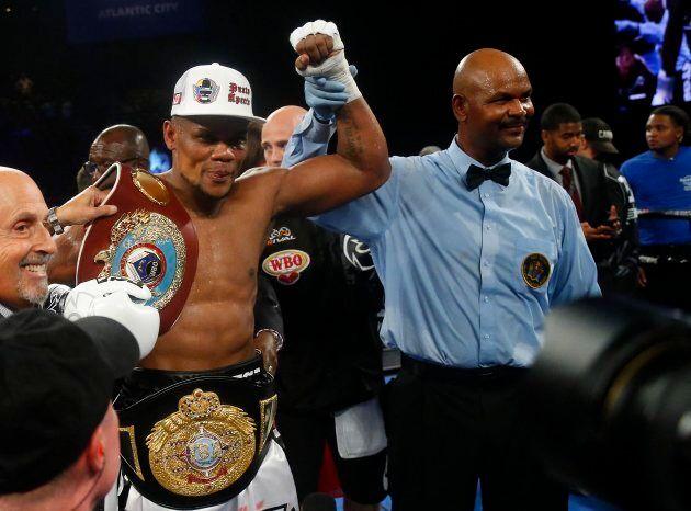 Eleider Alvarez devient le champion des poids mi-lourds de la
