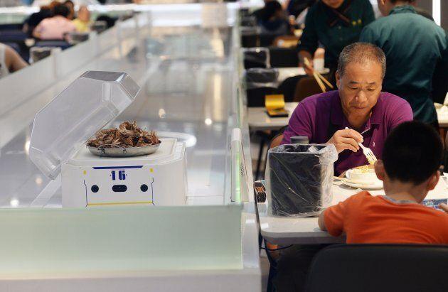 Les robots ont remplacé les serveurs dans ce restaurant de