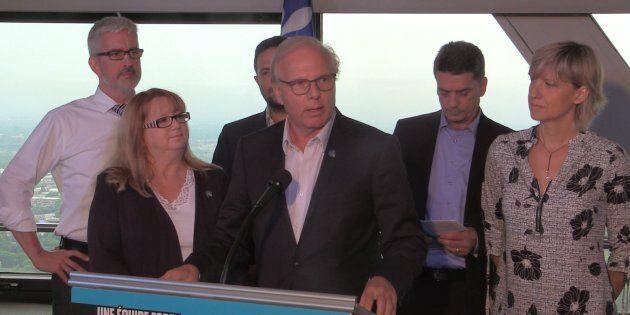 On sent que Jean-François Lisée (centre) et les chefs des autres partis sont déjà en campagne, même si...