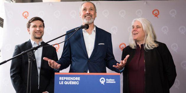 Vincent Marissal, candidat solidaire dans Rosemont, entouré des porte-parole de Québec solidaire Gabriel Nadeau-Dubois et Manon Massé lors de la présentation de M. Marissal en avril.