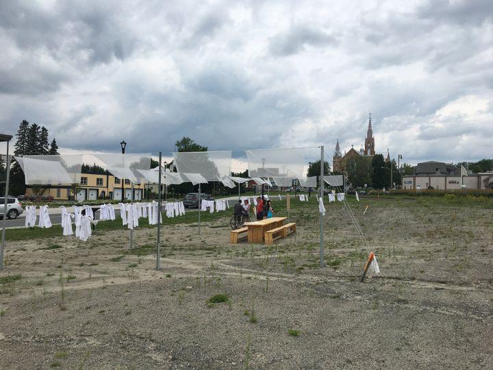 Une installation commémorative se trouve sur l'ancien site du Musi-café, à Lac-Mégantic.