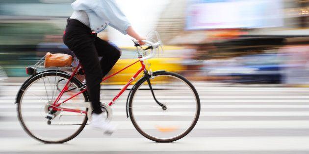 Cette politicienne se rend à son accouchement à vélo pour défendre son