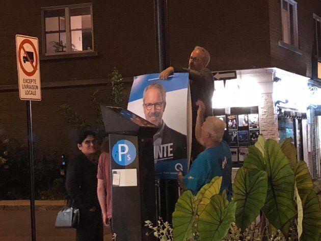 Voici Frédéric Lapointe, candidat péquiste dans Maurice-Richard à Montréal, qui fait lui-même le