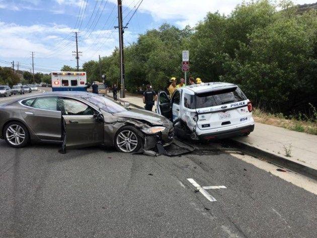 Une Tesla conduisant sous la fonction «autopilot» a causé un accident de la route mortel à la fin mai,...