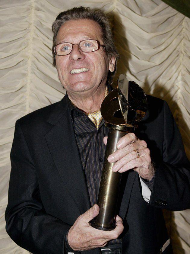 Albert Millaire a remporté le prix du rôle de soutien pour Oreste: the reality show de Luce à la Soirée...