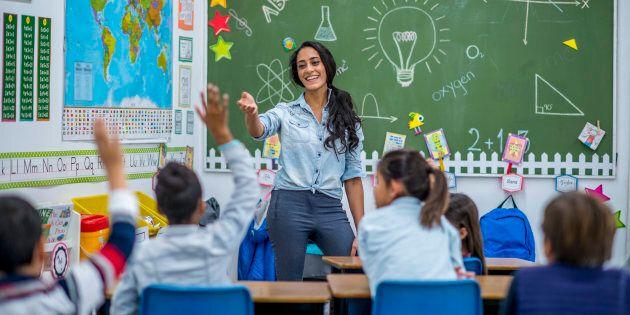 Nous encourage-t-il à cacher la réalité des milieux aux futurs enseignants et à la population en