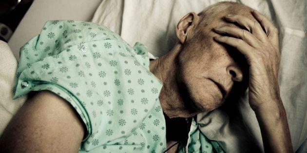 Les gériatres sont continuellement confrontés aux déficits dans chacun des secteurs des soins aux aînés...