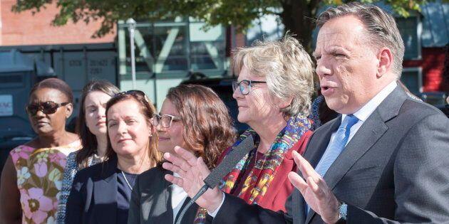 François Legault avec les candidats caquistes de l'Est de l'île de Montréal, dont Chantal Rouleau à sa