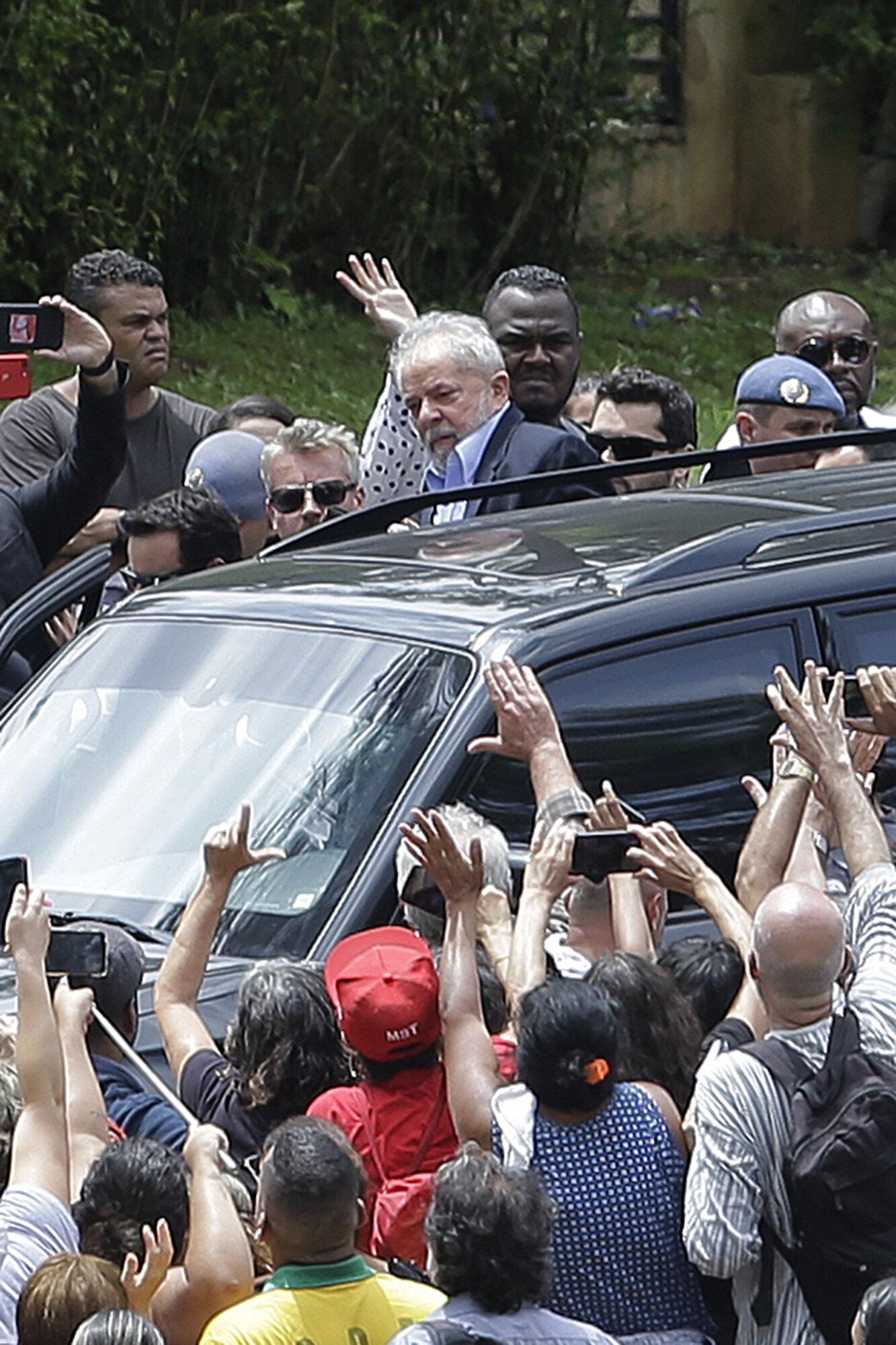 Lula muda de posição e diz que vai solicitar regime domiciliar este