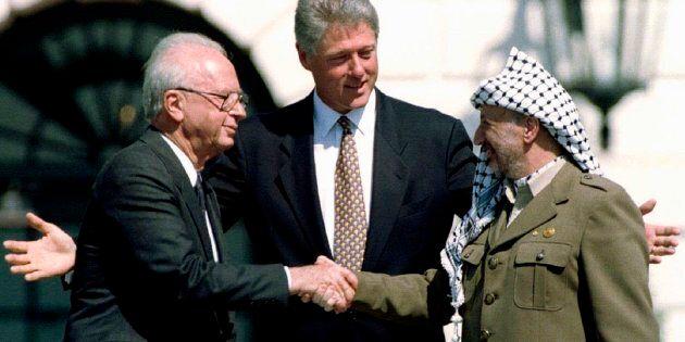 En septembre 1993, à la suite des négociations secrètes sous l'égide de la Norvège, les ennemis d'hier,...