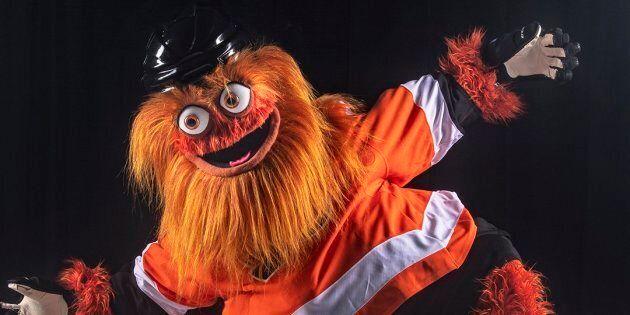 Gritty, la nouvelle mascotte des Flyers de Philadelphie, a des airs de famille inquiétants avec