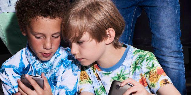 Sondage Léger: devrait-on interdire les téléphones cellulaires aux enfants de moins de 12