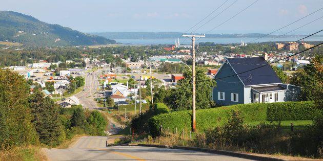 Le Québec des régions, c'est 927 municipalités et villages de moins de 5000 habitants, dont les territoires sont presque exclusivement ruraux. C'est la ville de Baie-Saint-Paul (Charlevoix) qui est représenté ici.