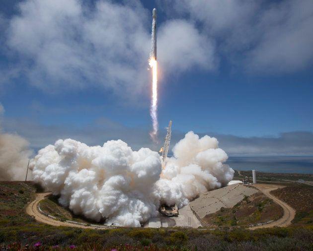 Lancement d'une fusée Falcon 9 par la NASA, en mai