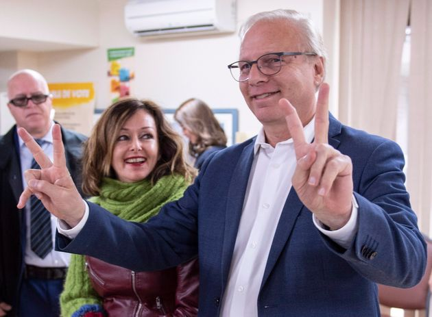Jean-François Lisée était accompagné de sa conjointe, Sylvie Bergeron, lorsqu'il a voté lundi