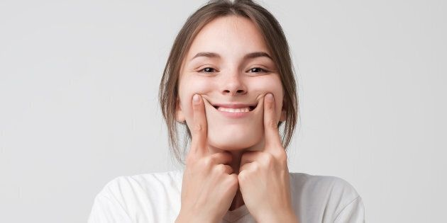 Crois-tu vraiment qu'être incapable de se trouver belle sans cache-cerne, sans spray tan, sans maquillage,...